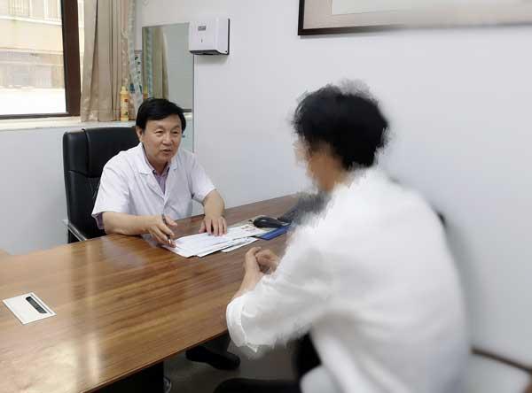北京天坛医院肝病专家谢玉民莅临河南省医药院会诊